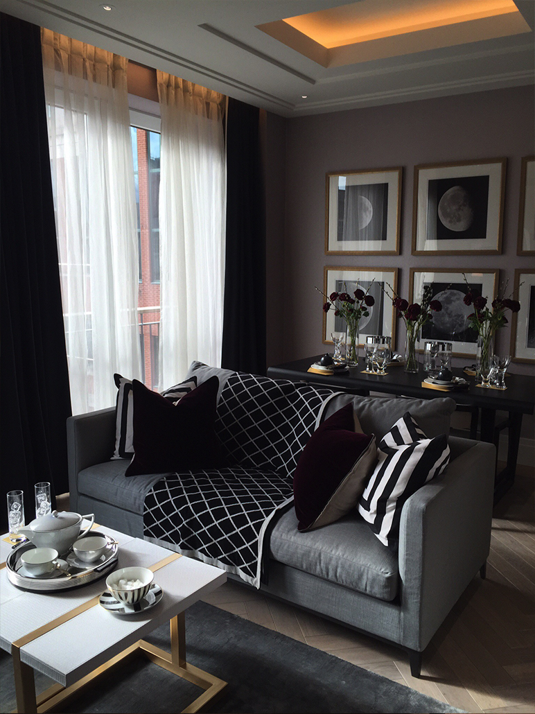 Monochromatic living area for a Show Flat